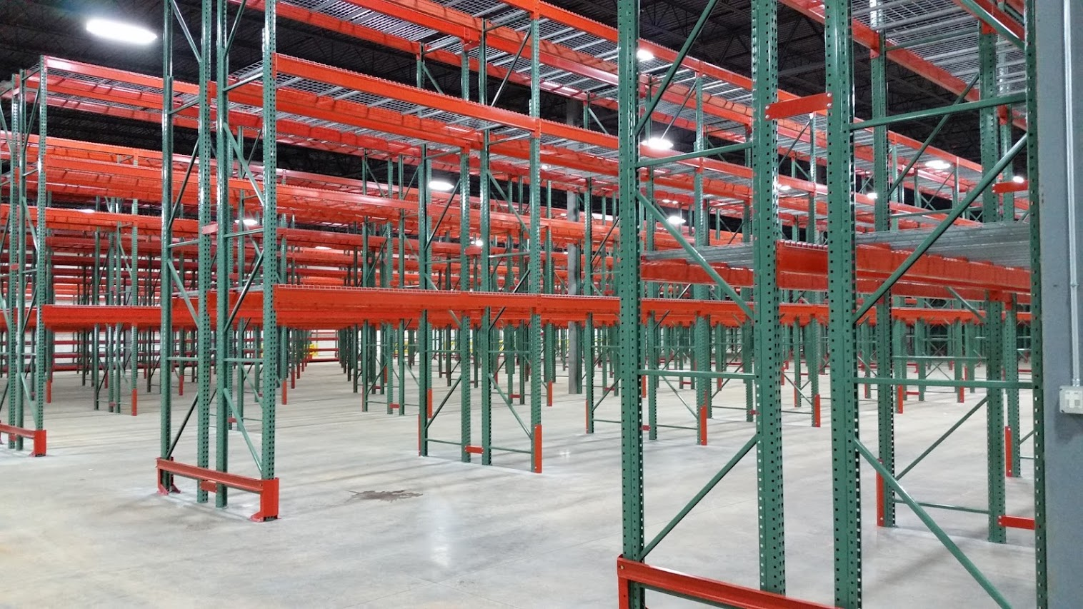 TEARDROP PALLET RACK INSTALL BACK TO BACK ROWS-ANGLE-VIEW.jpg